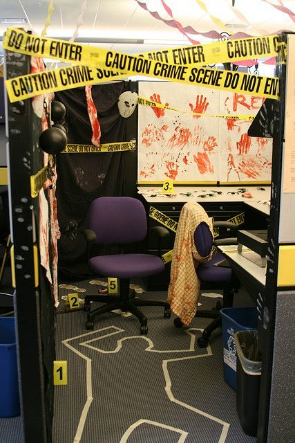 Office Halloween: Group cubicle decoration